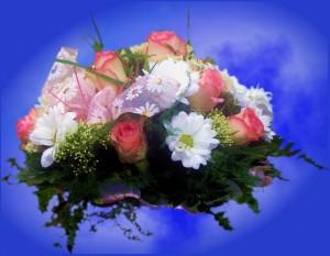 Bukiet ślubny dla druhny z różowej róży, białej margaretki