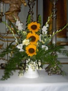 Dekoracja Kościoła - mieczyki, słonecznik i eustoma