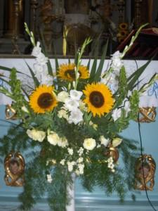 Dekoracja Kościoła - słoneczniki, eustoma i mieczyki