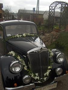 Dekoracja samochodu na ślub - zabytkowy samochód