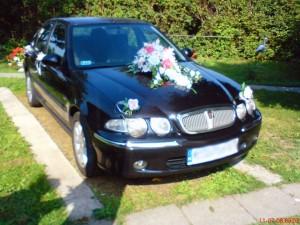 Dekoracja samochodu na wesele