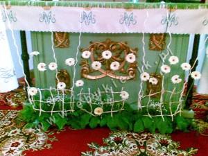 Nietypowa dekoracja Kościoła z gerber